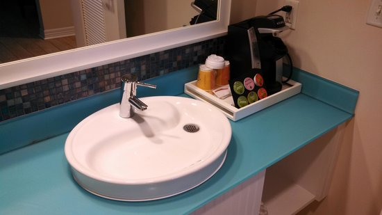 Margaritaville Beach Hotel: Sink and Coffee station