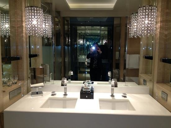 Stunning bathroom picture of crown towers melbourne for Bathrooms r us melbourne
