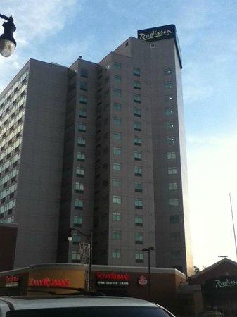 Radisson Hotel & Suites Fallsview: Hotel