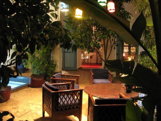 Riad Sekkat: magie du patio le soir