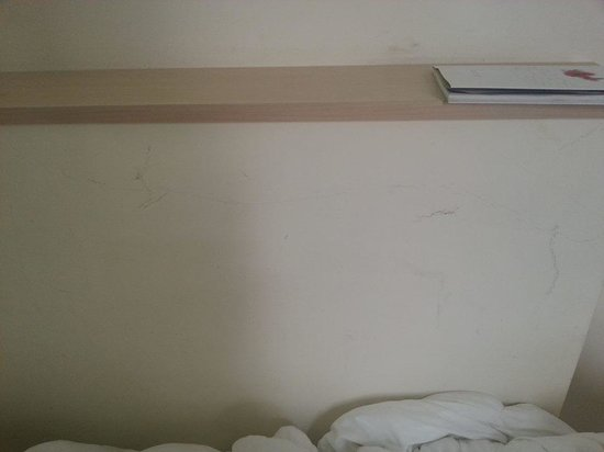 4 Viale Masini Hotel Design: Dark marks on the wall next to bed (defo not very design)