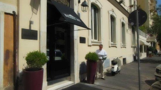 Hotel Beldes: Street view
