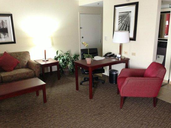 Hampton Inn & Suites Millington: Desk and chair