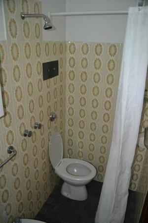 """Hotel George Junior: Bagno """"con doccia""""!"""