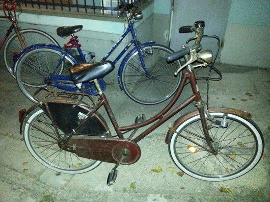 """Hotel George Junior: Biciclette """"da tetano"""""""