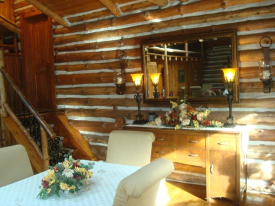The Chalet of Canandaigua: Log Cabin