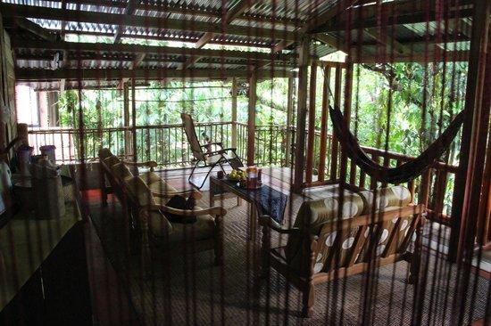 Saloma's Villagestay: De woonkamer van het gastenverblijf