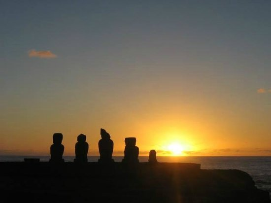 Chez Cecilia: Atardecer en Isla de Pascua