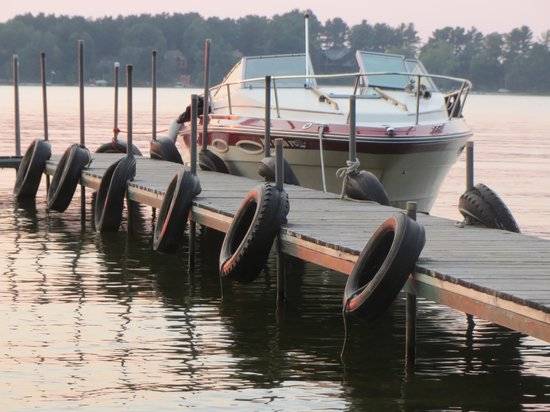 Black Pine Beach Resort : multiple docks like this are provided for folks who bring their own boats.