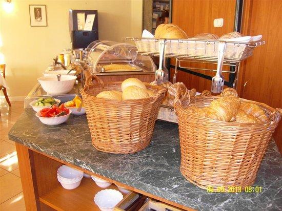 Baross City Hotel: Breakfast