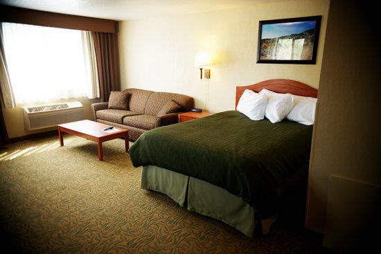 Jorgenson's Inn & Suites: Queen Suite