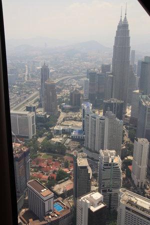 หอคอยกัวลาลัมเปอร์: Petronas Towers from KL tower