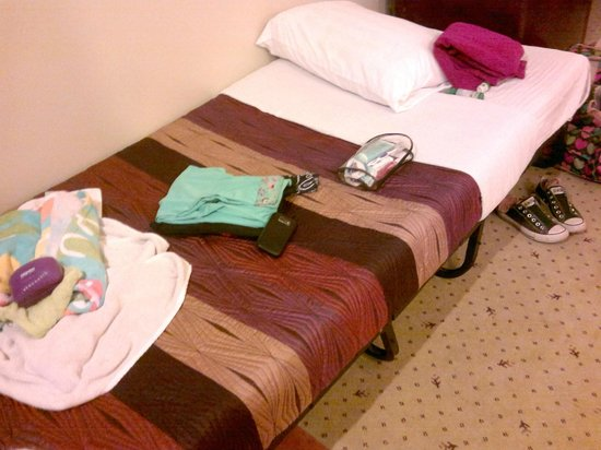 Sarrosa International Hotel and Residential Suites: the extra bed that was provided (two were provided)
