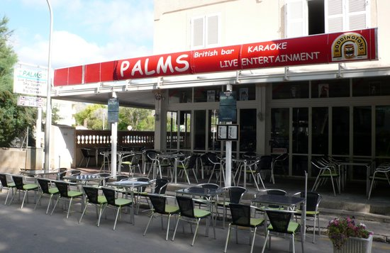Palms Bar Puerto Pollensa : Palms Bar (just before opening time)
