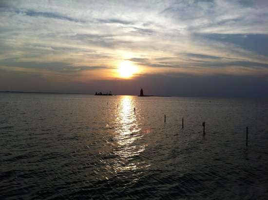 Cape Henlopen State Park Campground: Sunset at the bay