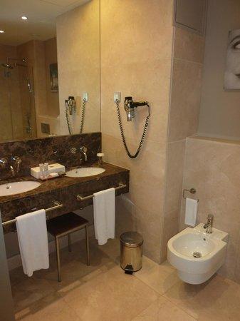 Hotel Astoria 7: Salle de bains