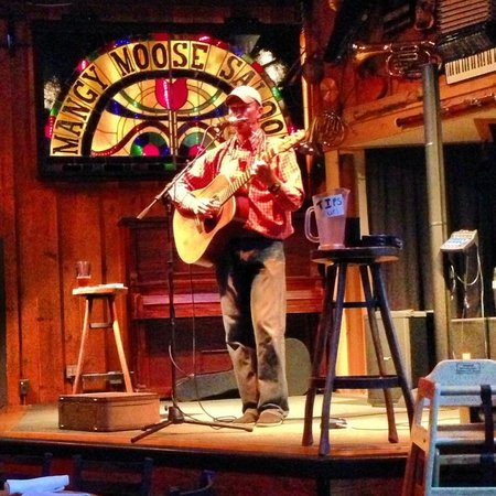 Mangy Moose Restaurant and Saloon: Live music
