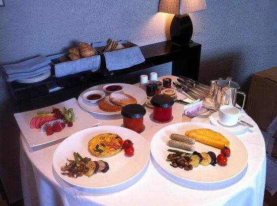 Armani Hotel Dubai: breakfast