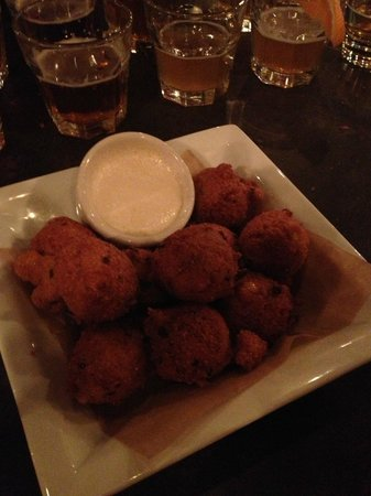 Roadhouse Pub & Eatery: Hushpuppies