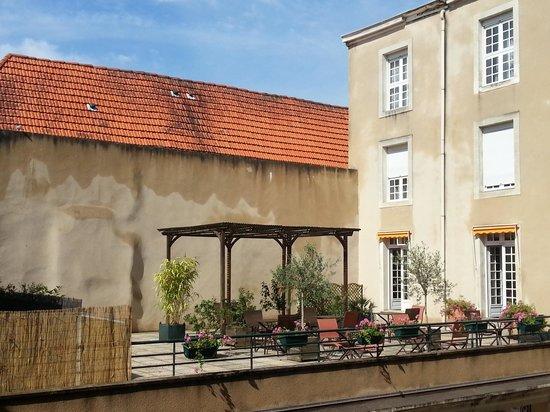 Best Western Poitiers Centre Le Grand Hotel: Breakfast Terrace