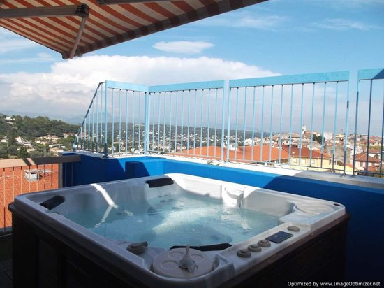 Hotel Diana: Jacuzzi on the roof!