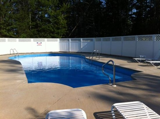 Acadia Pines Motel : piscine