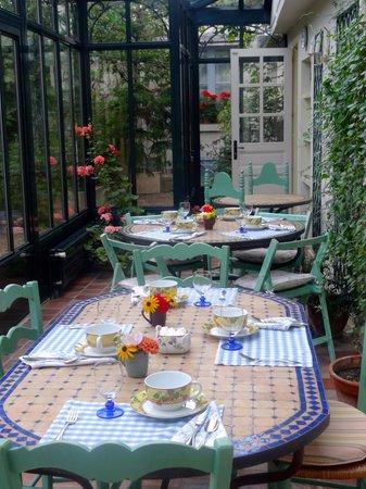 Le Vieux Manoir: Breakfast room