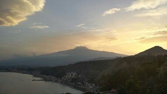 Bel Soggiorno Hotel: View of Etna at sunset from Room One
