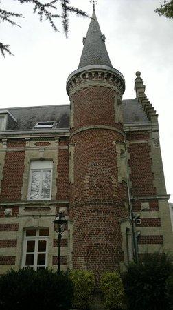 Hôtel Château Tilques : Turret in main Chateau