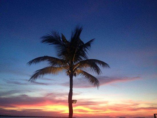 Eden Beach Resort : Zonsondergang