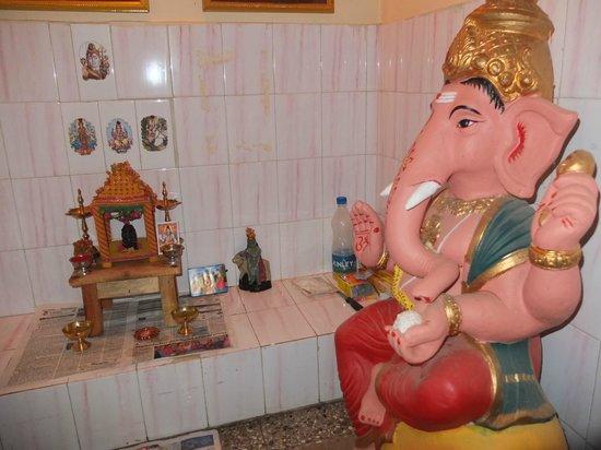 Mysore Bed and Breakfast : Petit temple de la maison au 1er étage