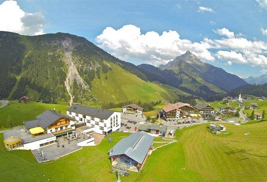 Sporthotel Steffisalp: Hotel Steffis Alp mit hauseigener Liftanlage, auch im Sommer