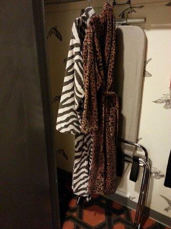 Kimpton Hotel Monaco Portland: Bathrobes in closet