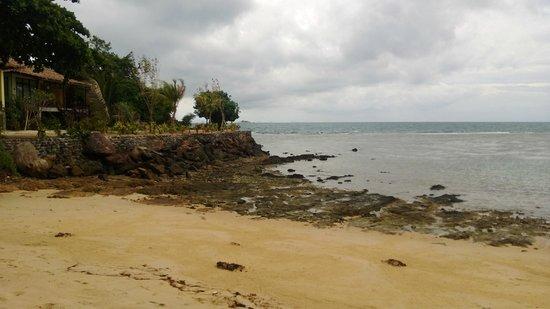 Loyfa Natural Resort: la spiaggia su cui affacciano i bungalow