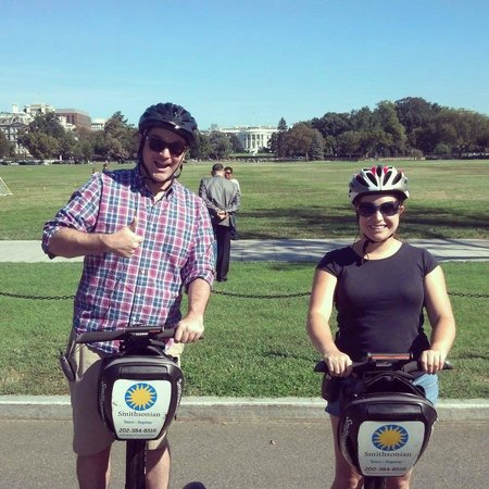 Smithsonian National Mall Tours : Us across from the White House