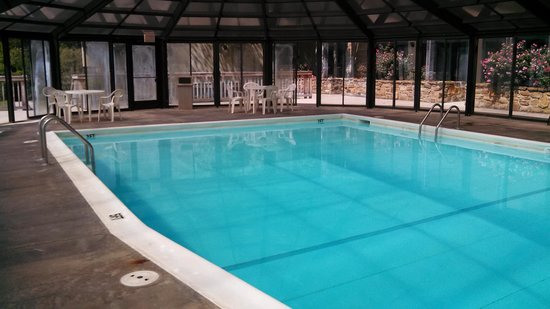 The Seasons Lodge: great size heated pool