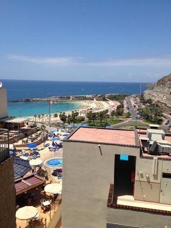 Aparthotel Mirador del Atlantico: view as we were walking down to the pool x