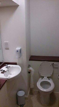 Premier Inn Preston West Hotel: toilet and sink