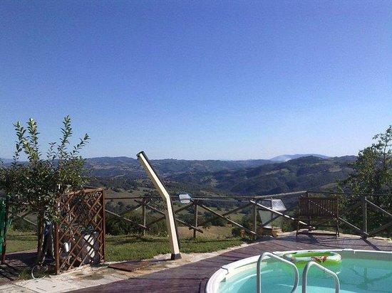 Agriturismo Borgo San Benedetto : Panorama da bordo piscina