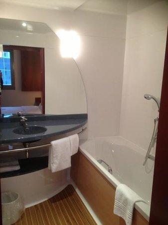 Novotel Suites Hannover City: shower