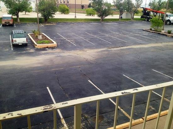 Quality Inn & Suites: parking needs some TLC