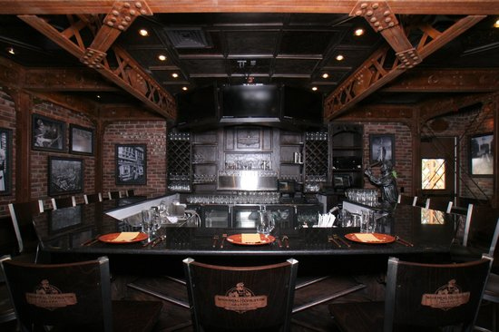 Industrial Revolution Eatery & Grille: Bar View
