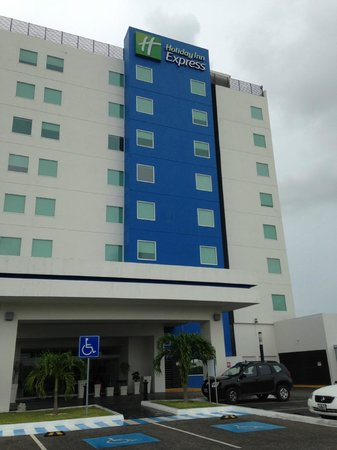 Holiday Inn Express Merida: Outside view