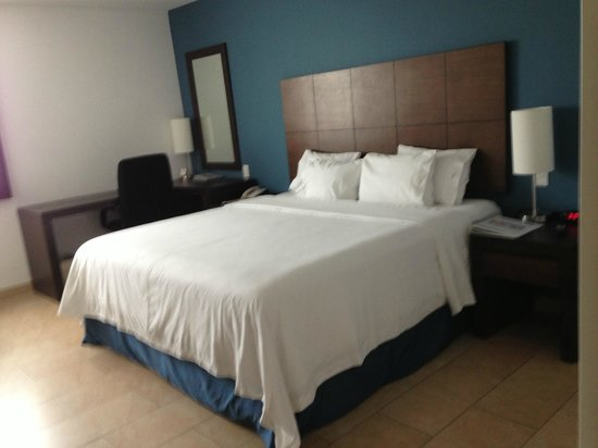 Holiday Inn Express Merida: Bed