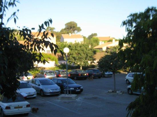 Premiere Classe Toulon - La Seyne Sur Mer: posto auto & vista dall'hotel