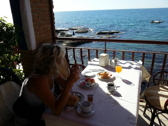Elit Koseoglu Hotel: breakfast with great location