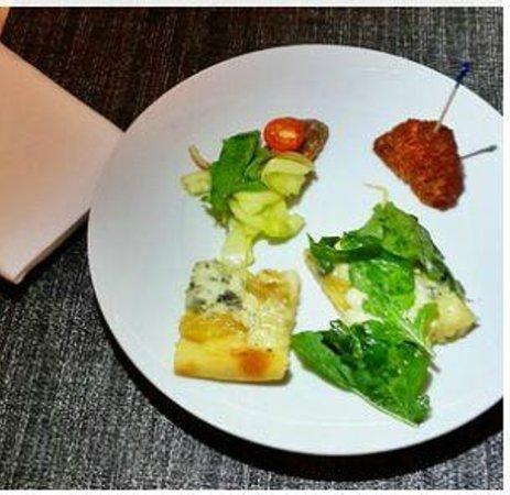 Simon Mansion Restaurant : Pizza La Mansion, Pollo frito extra crujiente y Beef Tataki