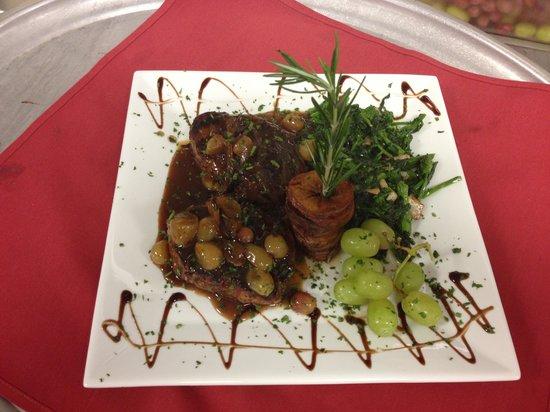 Ninuzzo Trattoria : Twin pork chop uva sauce