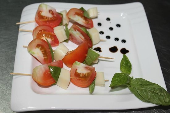 Sangria Restaurant Bar & Lounge: Capresse kabobs