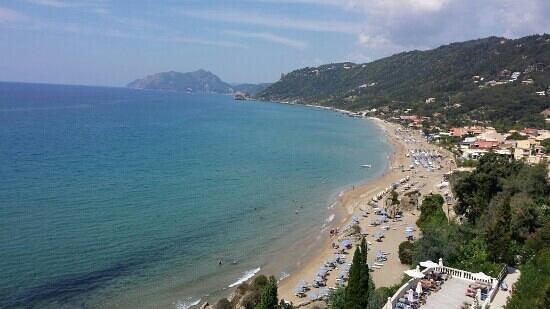 Mayor La Grotta Verde Grand Resort: the beach below hotel